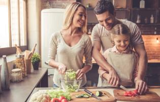 ארבעה וחצי צעדים לבישול בריא יותר לכל המשפחה