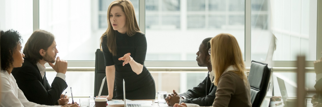 מחקר חדש ומקומם: נשים מתעללות בעובדות אחרות ומונעות מהן להתקדם