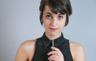 קרן קגרליצקי: איך הפכה ילדה שכמעט ויתרה על שיעורי פסנתר למנצחת מצליחה?