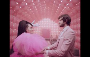 """נטע ברזילי ממש לא מעצימה נשים בקליפ החדש של """"באסה סבבה"""" – וחבל"""