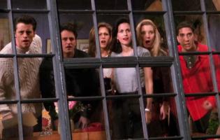 """לרגל חגיגות האיחוד: 15 הרגעים הכי קורעים ב""""חברים"""""""