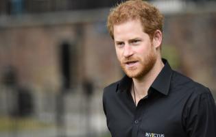 הנסיך הארי תחת מתקפה: נוסע בלי מייגן והבייבי פחות מחודש אחרי הלידה