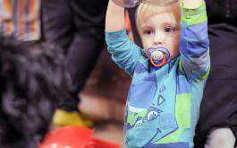 הורים ומטפלות, אל תיאבקו נגד חוק הפיקוח הוא יציל את הילדים שלנו