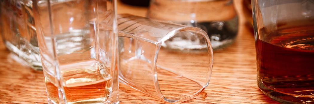 בקבוקי אלכוהול ריקים. צילום: shutterstock