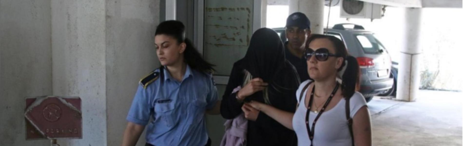 התיירת הבריטית שוחררה: האם הצעירים הישראלים ייחקרו על הפצת הסרטונים?