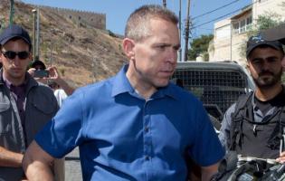 גלעד ארדן לא חושב שרצח נשים זו בעיה בישראל רק חבל שהוא השר לביטחון פנים