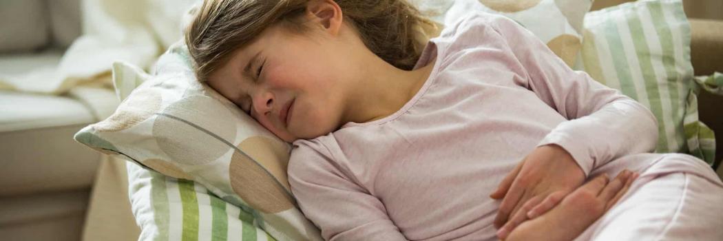 ילדה סובלת מכאבים. צילום: shutterstock