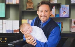 תינוק מאושר ב-60 שניות: קייט מידלטון, ביונסה והקרדשיאנס כבר אימצו את השיטה הזו להרגעת תינוקות