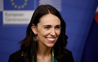 קורונה מסביב לעולם: כשראשת הממשלה בפיג'מה עונה על כל השאלות