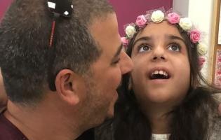 """""""הבת שלי היא מלאכית דממה, ילדה יפהפייה שאינה מדברת ורק בוהה"""""""