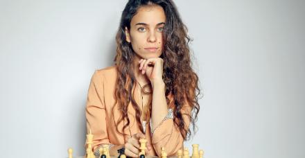 """'גמביט המלכה' הגרסה הישראלית: """"שחמט זה בסך הכל שריר במוח שצריך לאמן"""""""