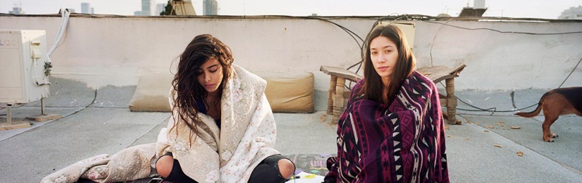 """'מקום משלנו': מסע אל תוך חייהן של ארבע צעירות ערביות ישראליות שחיות בת""""א"""