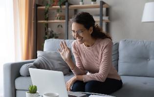 כיצד להתכונן לראיון בזום ואיך סקס יכול לעזור: טיפים מיועצת קריירה