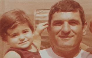 """""""בגיל 4 איבדתי את אבא. זה כמו לגדול בעולם שהוא חצי, אף פעם לא שלם"""""""