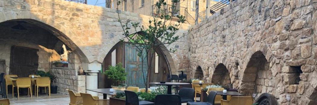 החצר הפנימית של מסעדת שאטו דה רואה, צילום רשא עסאף